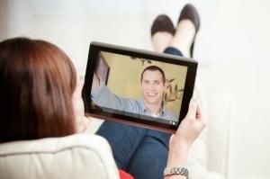 Long distance relationship communicate